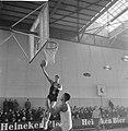 Basketbal Sprinbakken (Nederland) tegen Blue Stars (USA in de Ahoyhal Spelmomen, Bestanddeelnr 913-3419.jpg