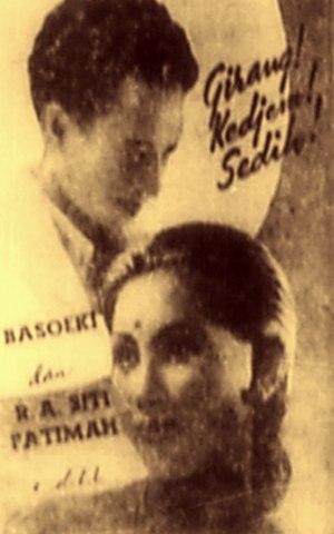 Basuki Resobowo - Resobowo (top left) with his Kedok Ketawa co-star Fatimah, 1941