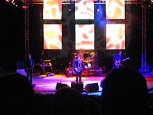Il gruppo in concerto nel parco di Villalago a Terni il 18 luglio 2006