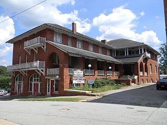Abbeville Historic District (Abbeville, South Carolina) - Belmont Inn, originally the Eureka Hotel (c. 1890), on the old town square