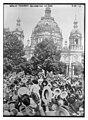 Berlin - cheering declaration of war LCCN2014697047.jpg