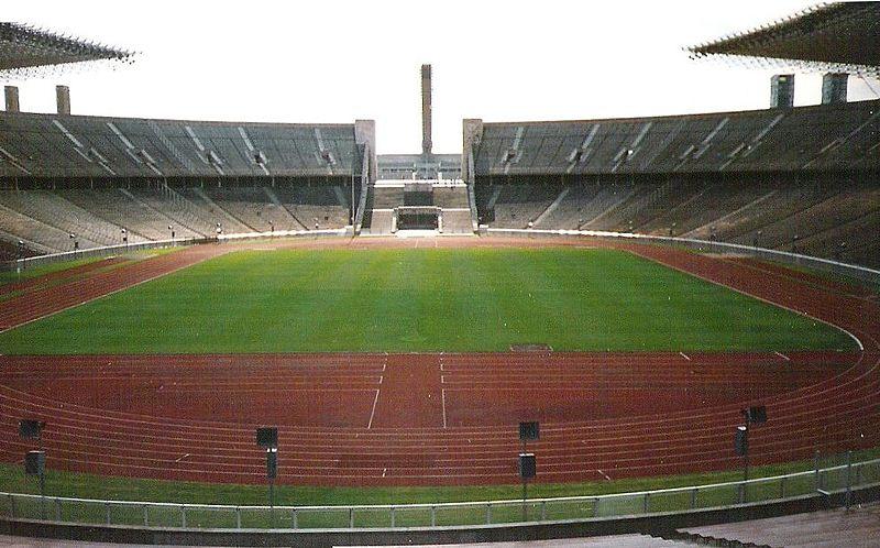 Imagen:Berliner Olympiastadion innen.jpg