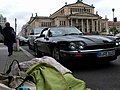 Bettdecke vor Jaguar vor Konzerthaus Berlin.jpg