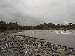 Canaux pour la pêche des bichiquessur la Rivière des Roches, à La Réunion.