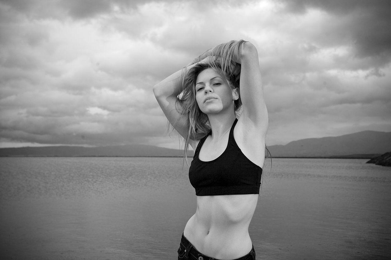 Fileblack and white photograph of a female model jpg