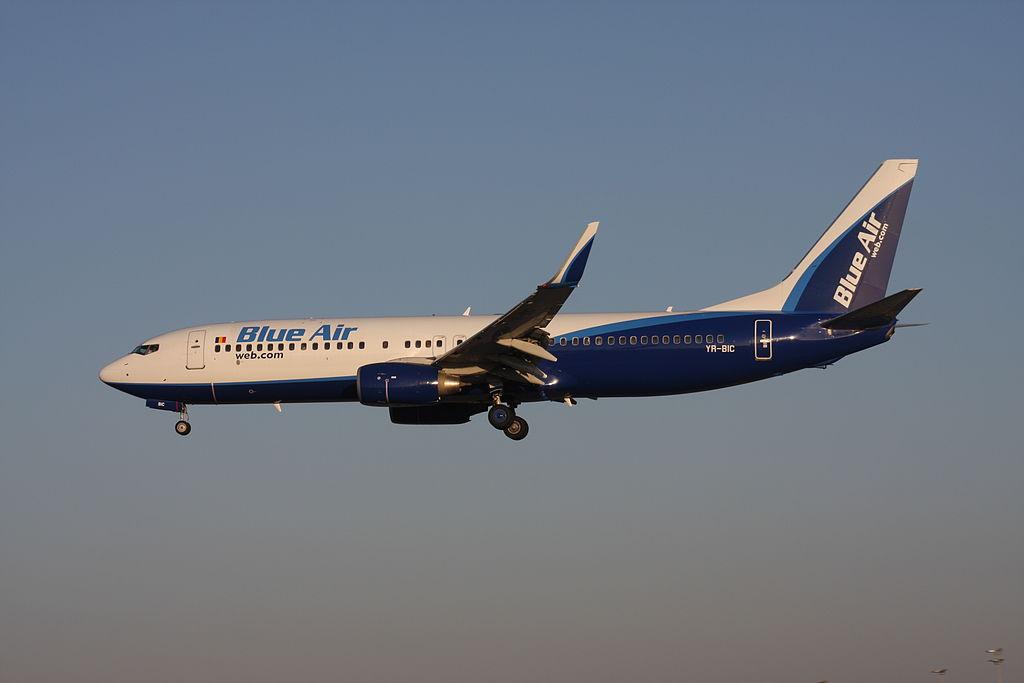 Boeing 737-800 (YR-BIC)