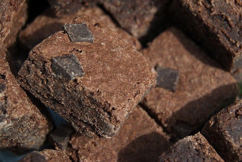 File:Brownies with chocolate chunks.jpg