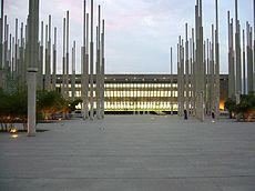 Biblioteca EPM en la Plaza de Cisneros.