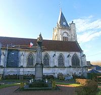 Bulles (60) - Église Saint-Martin, vue depuis le nord.JPG