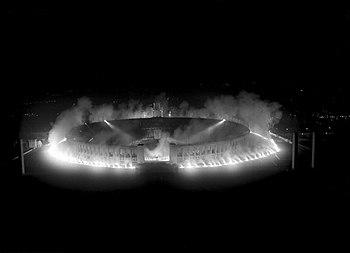 350px-Bundesarchiv_B_145_Bild-P017239%2C_Berlin%2C_Olympiastadion_bei_Nacht.jpg