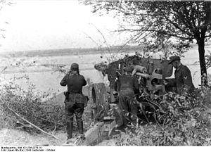 8.8 cm Pak 43 - Pak 43/41 in firing position overlooking a river in Ukraine in September 1943