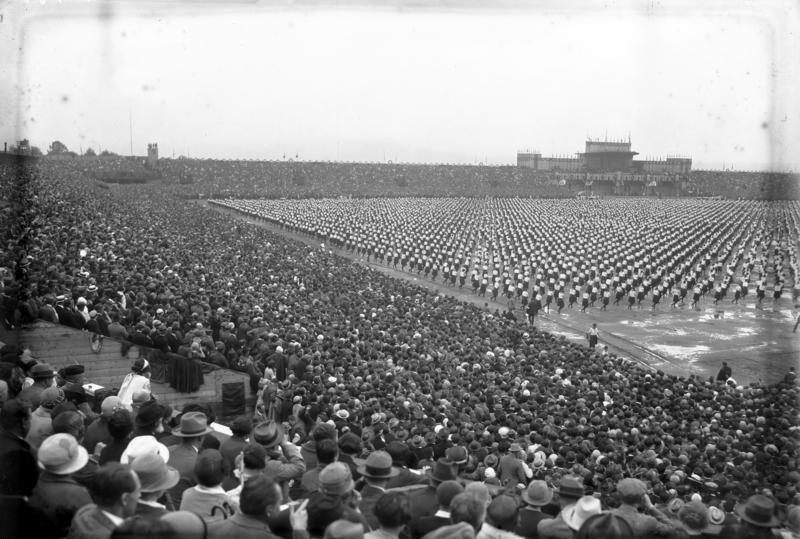 Bundesarchiv Bild 102-13621, Prag, Stadion, Sokolfest