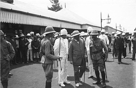 German Colonial Secretary Bernhard Dernburg (2nd from right) on an inspection tour in East Africa, with British officials at Nairobi in 1907 Bundesarchiv Bild 146-2007-0013, Reise Bernhard Dernburgs duch Deutsch-Ostafrika.jpg