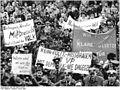 Bundesarchiv Bild 183-1990-0124-030, Leipzig, Demonstration von Volkspolizisten.jpg