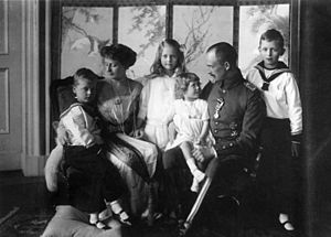 Princess Sibylla of Saxe-Coburg and Gotha - Princess Sibylla (standing center) with her parents and siblings in 1918.