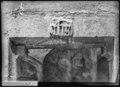 CH-NB - Genève, Chapiteau d'une porte, vue partielle - Collection Max van Berchem - EAD-8701.tif