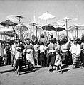 COLLECTIE TROPENMUSEUM 'De bevolking brengt offers naar het strand voor het grote reinigingsfeest 'Melis' op Bali.' TMnr 10001210.jpg
