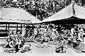 COLLECTIE tropenmuseum balinés Danser voert een uit dans onder Begeleiding van een gamelanorkest TMnr 10004737.jpg