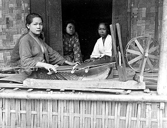 Sarong - Sundanese sarong weaver in Bandung, West Java, Dutch East Indies, 1900–1940.