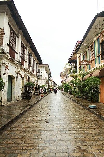 File:Calle Crisologo, Ilocos Sur.jpg