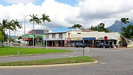 Captain Cook Highway, Mossman, 2015.JPG