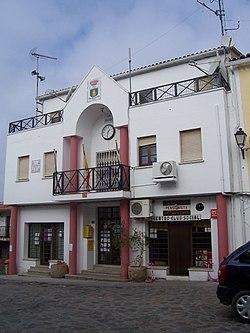 Casa consistorial de Millanes en 2009.jpg