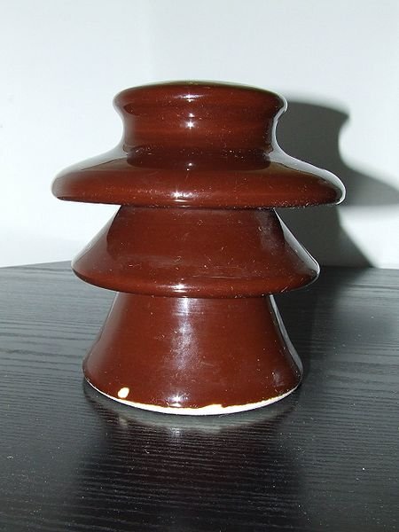 ファイル:Ceramic electric insulator.jpg