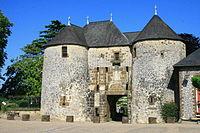 Château de Fresnay sur Sarthe.jpg