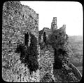 Château médiéval en ruines, murs (5429994425).jpg