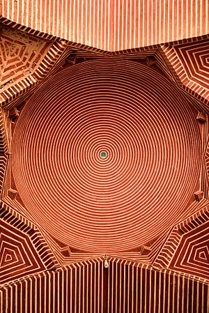 Shah Jahan Mosque, Thatta - The mosque showcases brickwork in geometric patterns.