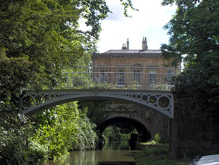 Cleveland House and the cast iron bridges of Sydney Gardens over the Kennet and Avon Canal Clevelandhouse.JPG