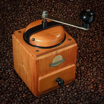 English: Antique coffee grinder by Zassenhaus ...