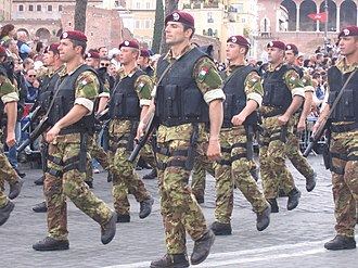 9th Paratroopers Assault Regiment - Col Moschin members in Rome, Republic Day parade of 2007