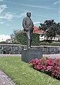 Constantin Grünberg - Photograph of the statue of Juhani Aho by Aimo Tukiainen at Engelinaukio, Helsinki.jpg