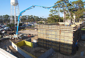 Concrete pump - Image: Construction site with concrete pump truck