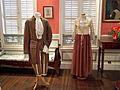Costume du dimanche d'esclaves et vêtement de mulatresse au XVIIIe siècle.JPG