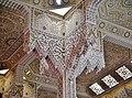Courcouronnes Grand Mosquée Innen Gebetsraum Säulen.jpg