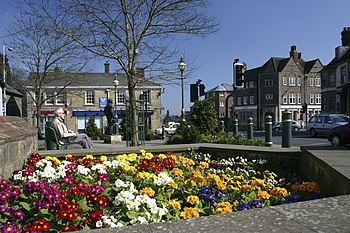English: Crowborough Cross Spring flowerbed ne...