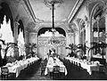 Düsseldorf, Breidenbacher Hof, Innenarchitektur des großen Speisesaals nach Entwürfen von Klein & Dörschel, um 1894.jpg