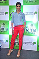 Deepika promotes 'Cocktail' at Reliance store 08.jpg