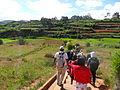 Des touristes se dirigeant vers Fonohasina.JPG