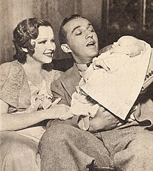 https://upload.wikimedia.org/wikipedia/commons/thumb/4/4c/Dixie_Lee_with_Bing_Crosby_and_their_first_son_Gary_Crosby%2C_1933.jpg/220px-Dixie_Lee_with_Bing_Crosby_and_their_first_son_Gary_Crosby%2C_1933.jpg