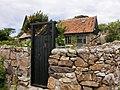 Dom krawca^ (na furtce widoczne nożyce) - panoramio.jpg