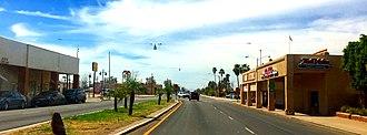 Calipatria, California - Image: Downtown Calipatria, California (2018 04 01) (crop)