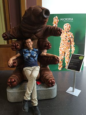 Ed Yong - Ed Yong on a tardigrade in the Micropia museum.