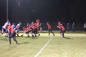 "Eight-man football - Eight-man football ""Gun Formation"""