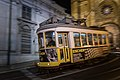 Eléctrico na Sé de Lisboa (24126108117).jpg