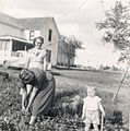 Ella Mae, Anna, Ernie in Corn (church in bg) (3693432315).jpg