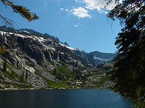 Emerald lake trinity alps.jpg