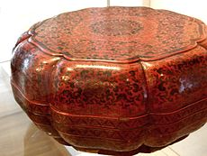 A red lacquer box from the Qing Dynasty.